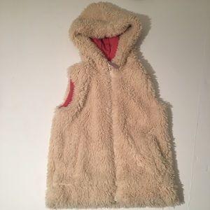 Mini Boden fuzzy hooded vest🔺